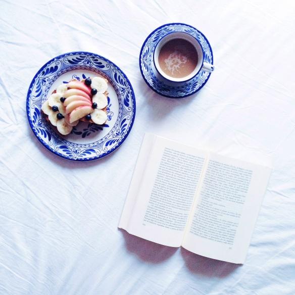 Desayuno en cama y Daniel Sada