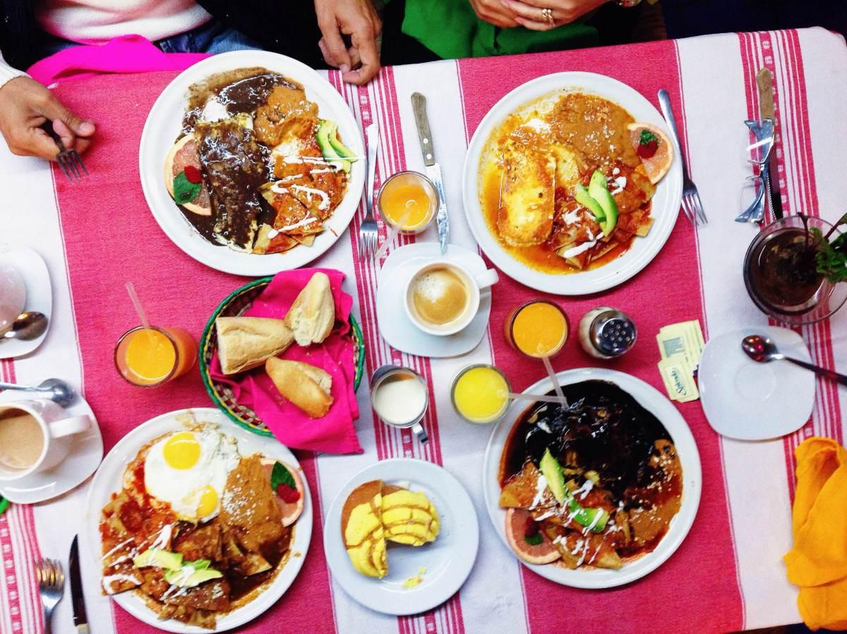 Chilaquiles y moles y tamales y chiles en nogada... ¡Dainzú es el lugar!