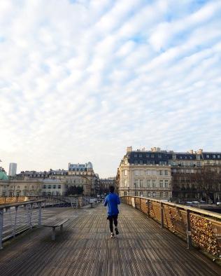 Cruzando el Pont des Arts