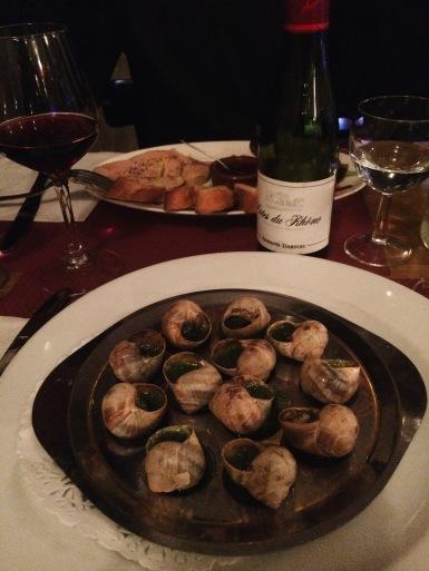 Escargots y foie gras de entrada