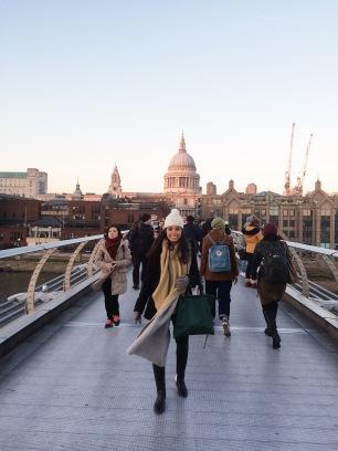 Cruzando el Millenium Bridge