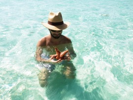 Puedes encontrar estrellas de mar en la piscina/You can find starfish in the sand bank