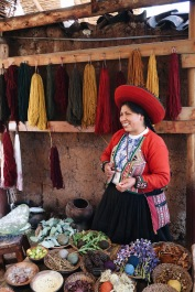 Mujer tejedora/Weaving woman