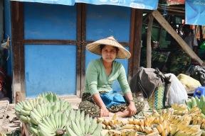 Mujer con plátanos