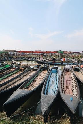 Las lanchas que usan para navegar por el lago